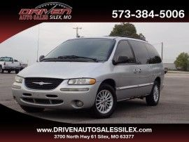 Chrysler Town & Country LX 2000