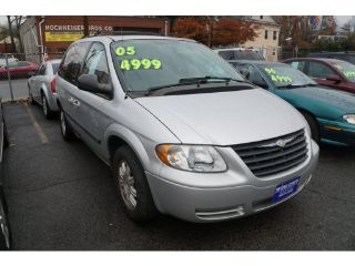 Chrysler Town & Country Base 2005