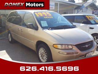 Chrysler Town & Country LXi 2000