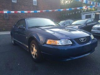 Ford Mustang Base 2000