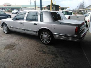 Used 1990 Lincoln Town Car Signature In Imperial Nebraska
