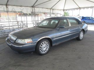 Lincoln Town Car Signature 2005
