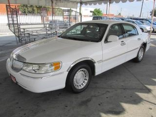 Used 2002 Lincoln Town Car Executive in Gardena, California
