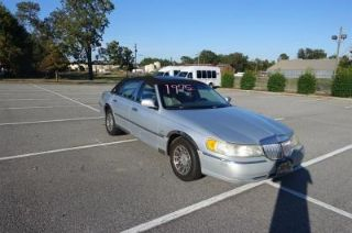 Lincoln Town Car Signature 2002