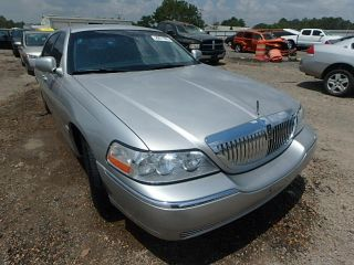 Lincoln Town Car Signature 2003