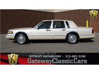 Used 1997 Lincoln Town Car Cartier in Dearborn, Michigan