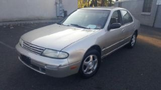 Nissan Altima GXE 1997