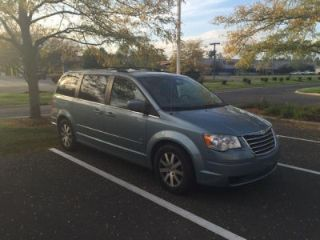 Used 2009 Chrysler Town & Country Touring in Fort Wayne, Indiana