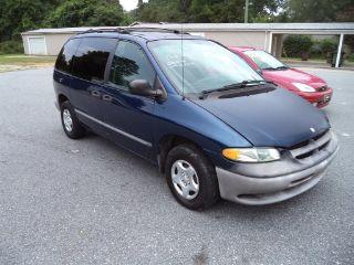 Dodge Caravan Base 2000
