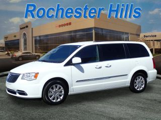 Used 2015 Chrysler Town & Country Touring in Rochester Hills, Michigan