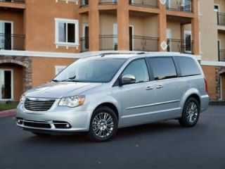Used 2014 Chrysler Town & Country Touring in Mission Hills, California