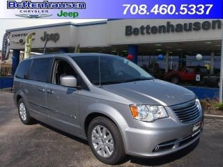 Used 2015 Chrysler Town & Country Touring in Tinley Park, Illinois