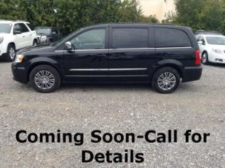 Used 2014 Chrysler Town & Country Touring in Farmington Hills, Michigan