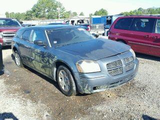 Dodge Magnum SE 2005