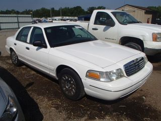 Ford Crown Victoria Standard 2003