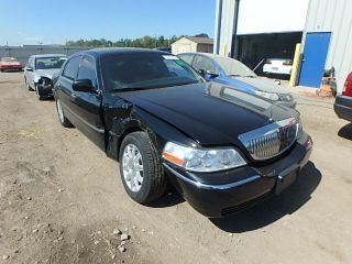 Used 2011 Lincoln Town Car Signature Limited In Louisville Kentucky