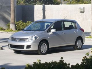 Nissan Versa SL 2011