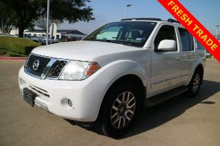 Nissan Pathfinder LE 2011