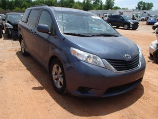 Toyota Sienna LE 2014