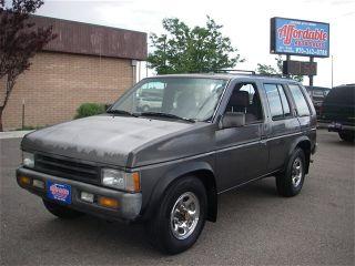 Nissan Pathfinder LE 1995
