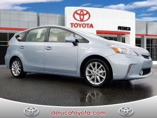 Toyota Prius v Five 2014
