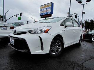 Toyota Prius v Four 2015