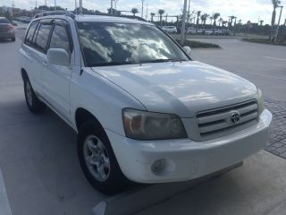 Toyota Highlander Base 2005