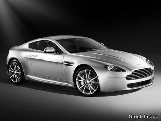 Aston Martin V8 Vantage Base 2010