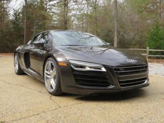 Used 2015 Audi R8 5.2 in Calabasas, California